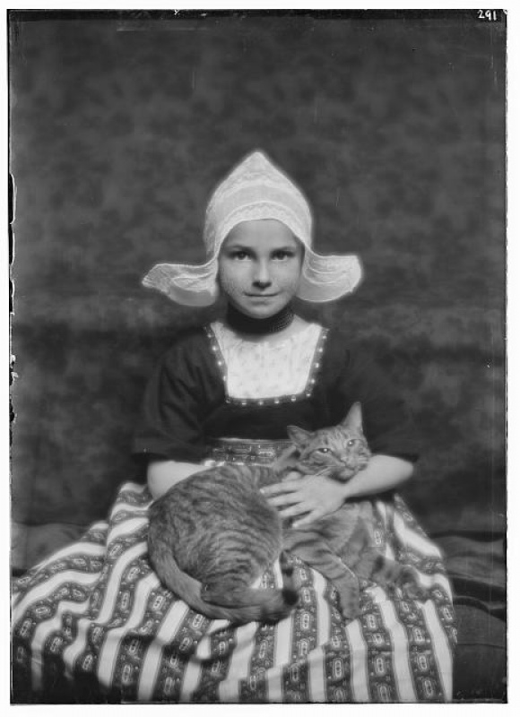 Arnold Genthe , Silvester child with Buzzer the cat, 1913 - © Images are copyright of their respective owners, assignees or others