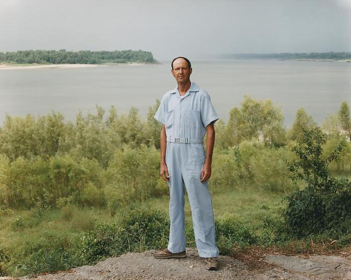 Joel Sternfeld, A Man on the Banks of the Mississippi, Baton Rouge, Louisiana, August 1985, From Stranger Passing - © Joel Sternfeld