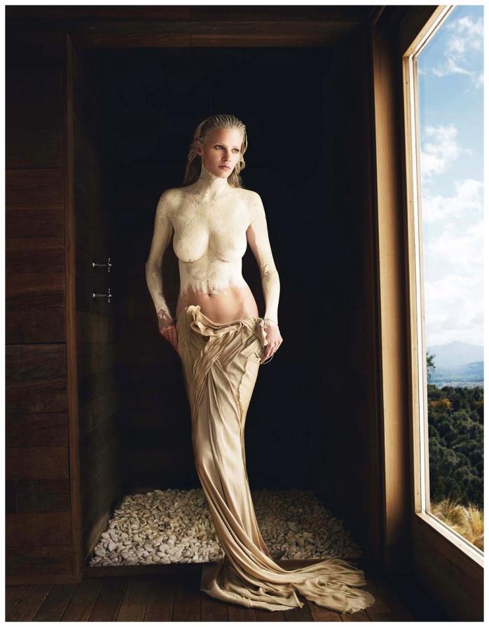 Mario Testino - Lara Stone, Tuscany, 2011 for Vogue - © Mario Testino