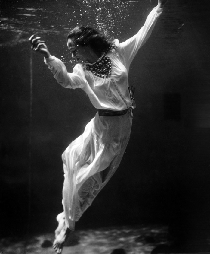 Toni Frissell - Underwater Model, 1939 - © Image copyright of the respective owners, assignees or others