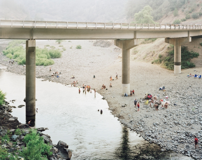 Youngsuk Suh - Bathers Under Bridge, 2008 - © Youngsuk Suh