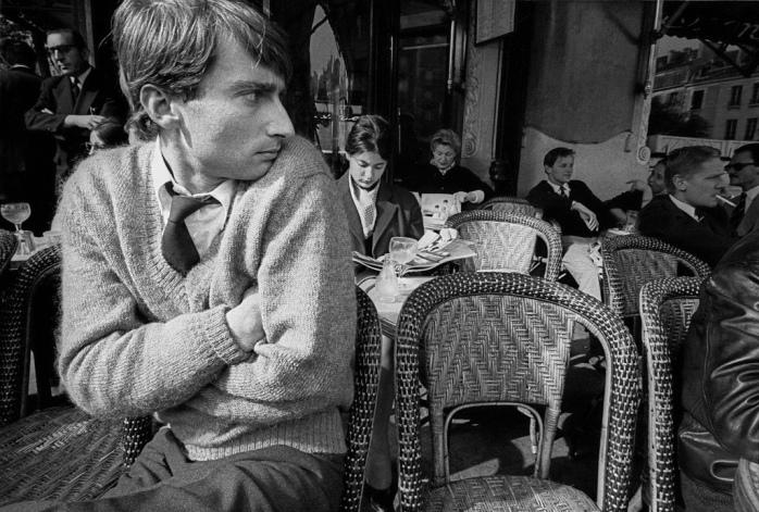 Frank Horvat, Jean Loup Sieff, photographer, at café Flore, Paris, 1959 - © Frank Horvat