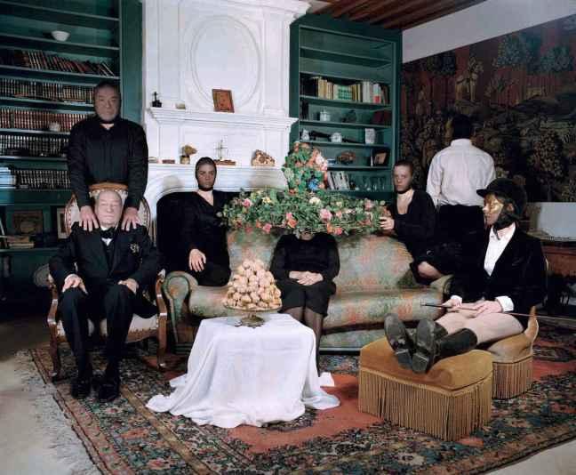 Delpnine Balley, L'Album de Famille - Episode de L'AssassinatL, La réunion de famille, 2007 - © Delpnine Balley