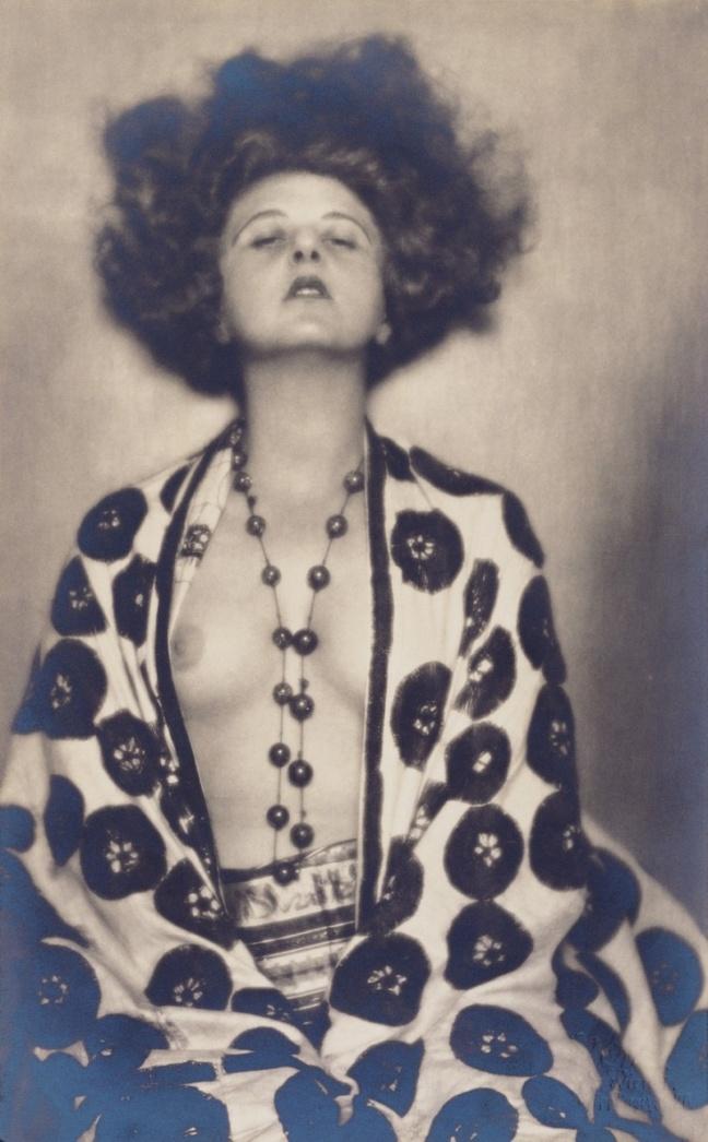 madame-dora