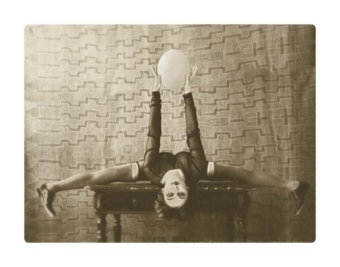 Nina-Burri-Eastercard-by-Andrea-Diglas-20100325